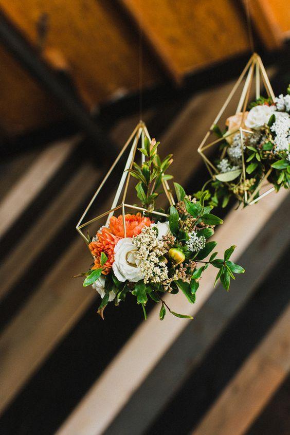 Retro wedding florals hanging ideas / http://www.deerpearlflowers.com/hanging-wedding-decor-ideas/2/