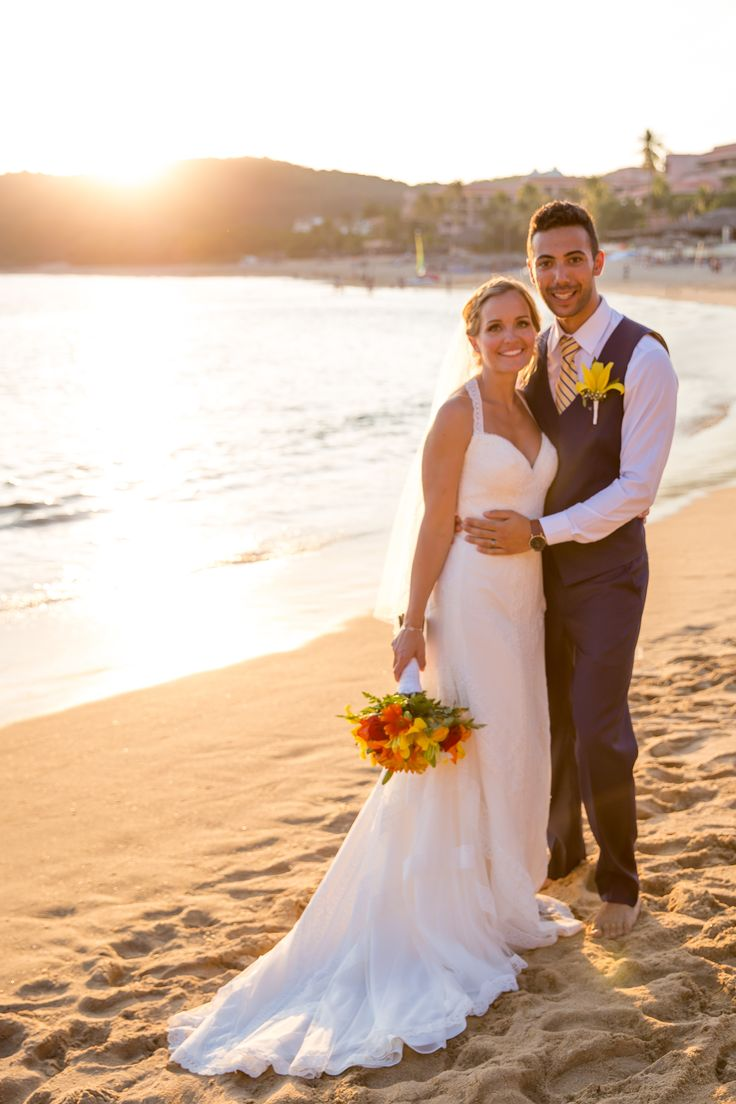 Dreaming of that destination wedding you've always wanted? Look no further than Dreams Huatulco Resort & Spa, a fairytale-esque hotel that sits smack-dab in the middle of a lush jungle in Mexico. #sponsored #wedding | Photography: Adventure Photos.