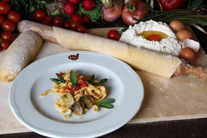 Approfitta dell'@ffare e gusta l'ottimo Menù Degustazione Km0 offerto dal ristorante Masseria Prelibatezze Campane.    Assapora i gusti e i profumi della cucina tipica campana immersi nella natura incontaminata dell'Irpinia.    Il Menù Degustazione Km0 comprende:  - Antipasti;  - 2 assaggi di primi piatti;  - 1 secondo piatto;  - 1 calice di vino campano abbinato alle pietanze.  http://www.etichettasud.it/Affare/@ffare-ristorante-la-masseria-a-montoro-inferiore-ave-persone.aspx?deal=30=4