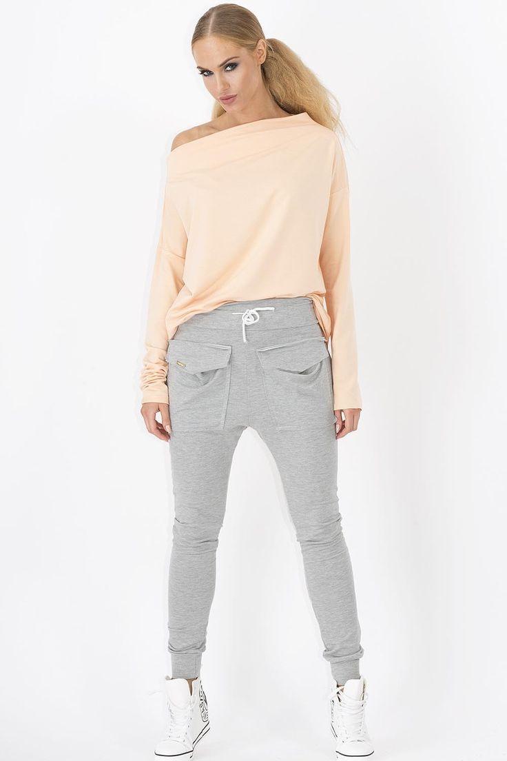 Spodnie Makadamia M141 dresowe - szary Modne, dresowe spodnie damskie. ...  https://www.mega-ciuchy.pl/spodnie_makadamia_m141_dresowe_szary