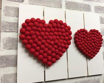 kunst aan de muur pallet, pallet kunst, kunst aan de muur, vilt pom-poms, vilten hart, pallet decor, rustieke kunst, home decor, wand decor, rustiek huisdecor