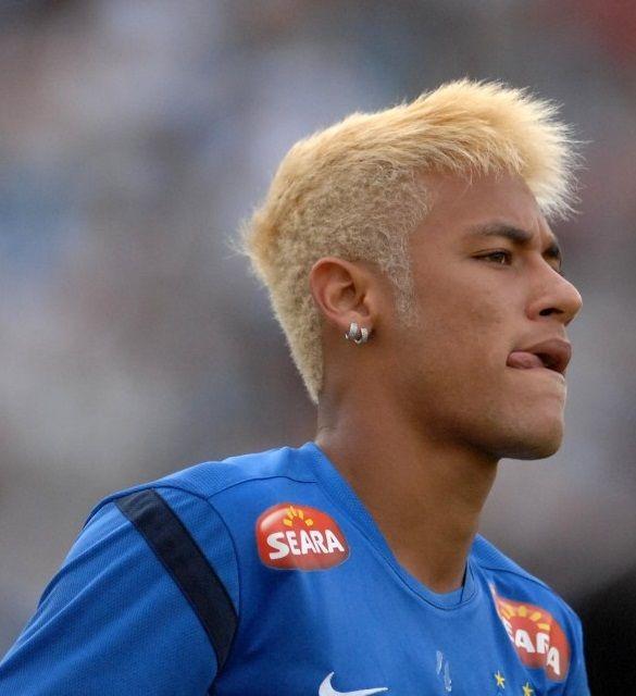 Die Gefarbte Blonde Frisur Von Neymar