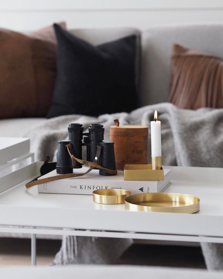 MALLING LIVING Edge Candle Holder Brass and Round Tray Set in brass. Image by @ingvild90