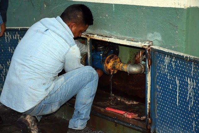 Debido a la descarga de aguas residuales contaminantes que saturaron el drenaje sanitario y corrieron hasta la colonia Campillo Sáenz...