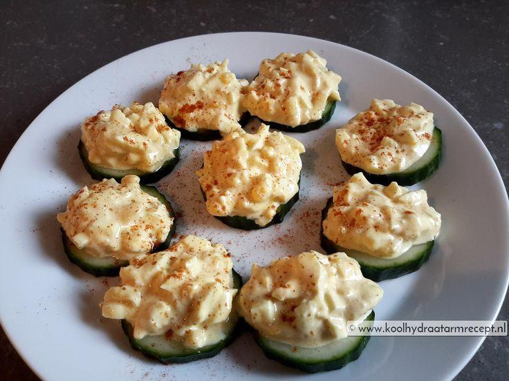 eiersalade op komkommer