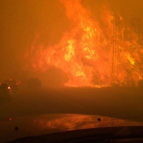 if you have not seen this ... this is the fire in ft mac alberta  no where near me but alot of people are affected by this. #tragedy #ftmac #wildfire