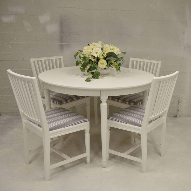Klassisk matgrupp i Gustaviansk stil med 4 stolar
