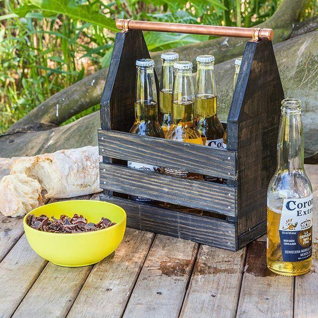 Create a trendy wooden drinks carrier with a copper pipe handle. #BuildersSummerDIY  #summer #outdoors #DIYgarden #summerDIY #sumerfun #funinthesun #beachtime #familyfun #woodmade #drinks #summerdrinks #homedecor  https://goo.gl/4V40ME