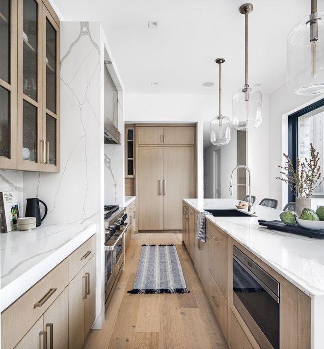 Kitchen Cabinetry White Oak With Bevel Wire Brush Tamarindo Finish Grain To Horizontal White Oak Kitchen Inspiration Design Kitchen Inspirations Kitchen Design