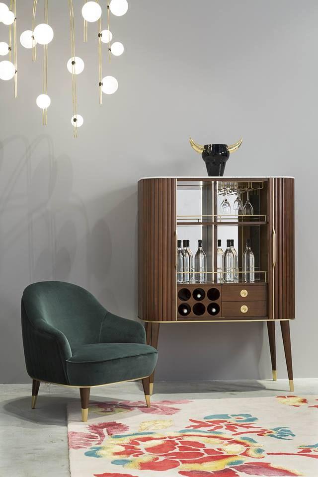 Roche Bobois 2019 Avec La Collection Eden Rock Le Designer Sacha Lakic Mixe Les Influences Du Style Louis Xvi Au Mo Mobilier De Salon Meuble Bar Rochebobois