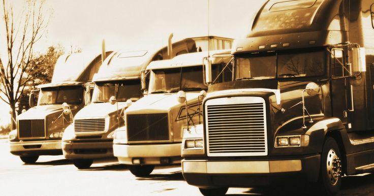 """¿Cuánto dinero por kilómetro puedo ganar como nuevo conductor de camión? . La mayoría de las empresas de transporte le pagan a los conductores por la distancia recorrida. Los conductores que recién comienzan reciben el salario más bajo, y los conductores profesionales en una nota escrita para """"TruckingTruth"""" dicen que las pequeñas empresas son mucho más propensas a contratar camioneros inexpertos y pagar mucho menos que ..."""