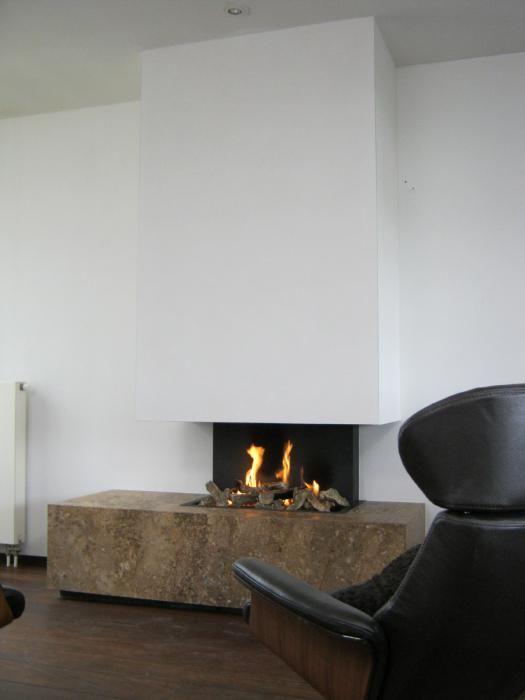 Moderne inbouw haard met open vuur en natuurstenen ombouw   Profires partner Reijnhoudt & van der Zwet · inspiratie voor sfeerverwarming