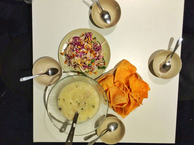 Congee e chicken salad - comida vietnamite