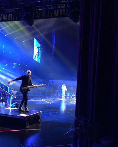 Francesco Chiari @masterfrenc se presentó por segunda ocasión en el Auditorio Nacional en la gira Dejavu del grupo pop Jeans. Aqui disfrutando de la actuación en el bajo.