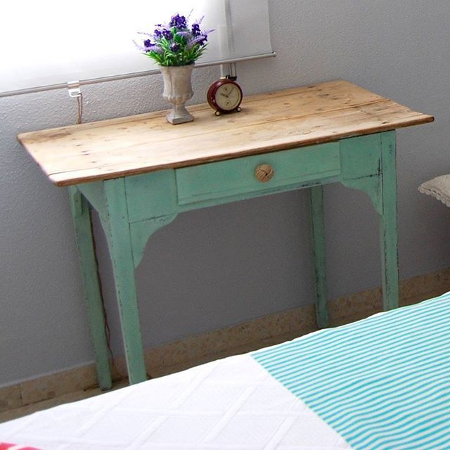 Mesa restaurada, verde mint, manteniendo su tablero original #chalkpaint…