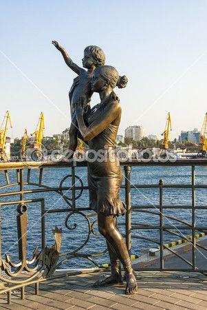 Seaman's wife - architettura, bambina, bambino, benvenuto, bronze, landmark, marinaio, moglie, monument, odessa, porto, sailor, sea, statua, sun, ukraine, woman