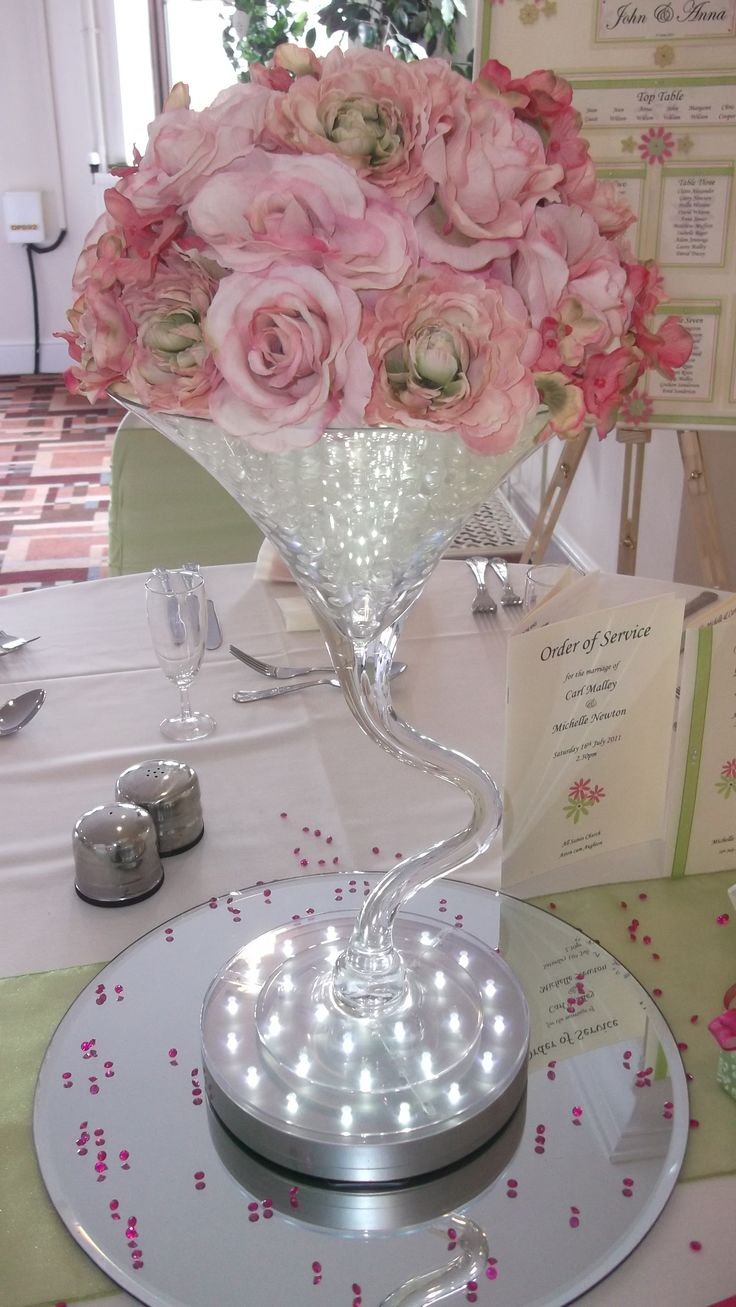 Martini Glass Centerpiece Ideas | Home » Centrepieces » Tall Centrepieces » Wiggle Martini Glass
