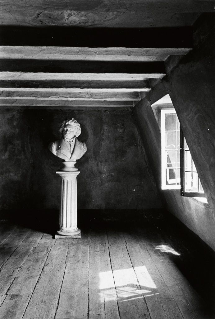 © Alfred Eisenstaedt, 1934, Bust of Beethoven, his birth room, Bonn