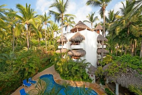 CasaBlanca Sayulita Hotel Sayulita Set in Sayulita in the Nayarit Region, 25 km from Rincon de Guayabitos, CasaBlanca Sayulita Hotel features an outdoor pool and sun terrace. Free private parking is available on site. All rooms are fitted with a TV.