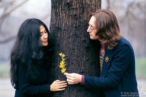John Lennon and Yoko Ono in New York..... ideal couple photo