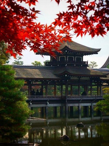 平安神宮:紅葉と泰平閣