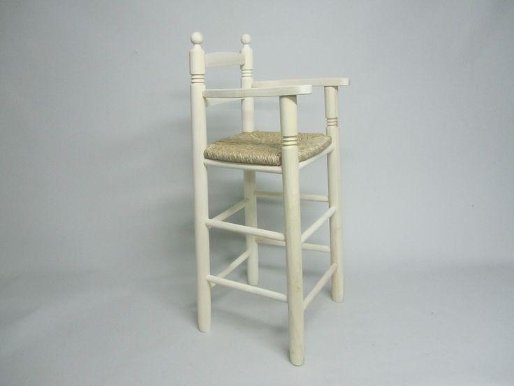 Trona con asiento de enea en madera natural. Medidas : 38 x 36 x 90