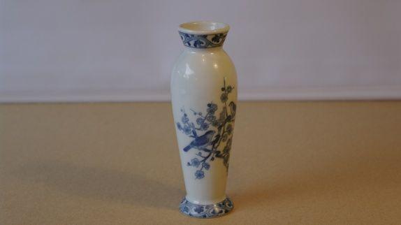 Vase med blå dekor