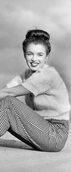 1945: The young Norma Jean