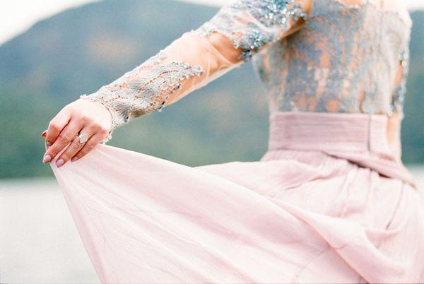 Ruffled - photo by 135milimetros http://ruffledblog.com/mountaintop-bridal-inspiration
