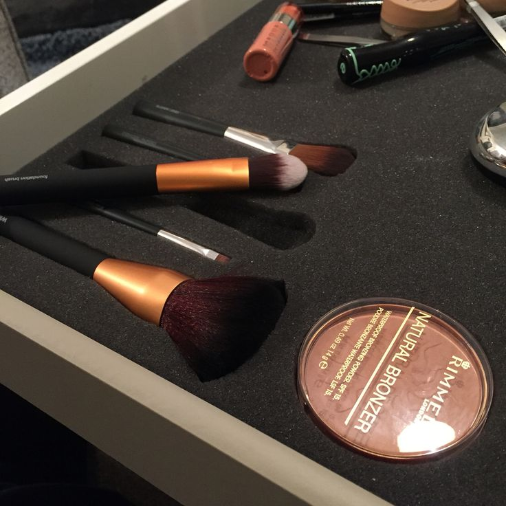 Brushes in Shadow Foam! #Beauty #Makeup #Brushes #Artist #Benefit #Rimmel #Maybelline #Essence #Babylips #Seventeen #Tangleteezer #Chanel #Britneyspears #Bodyshop #EOS #BarryM #Leestafford