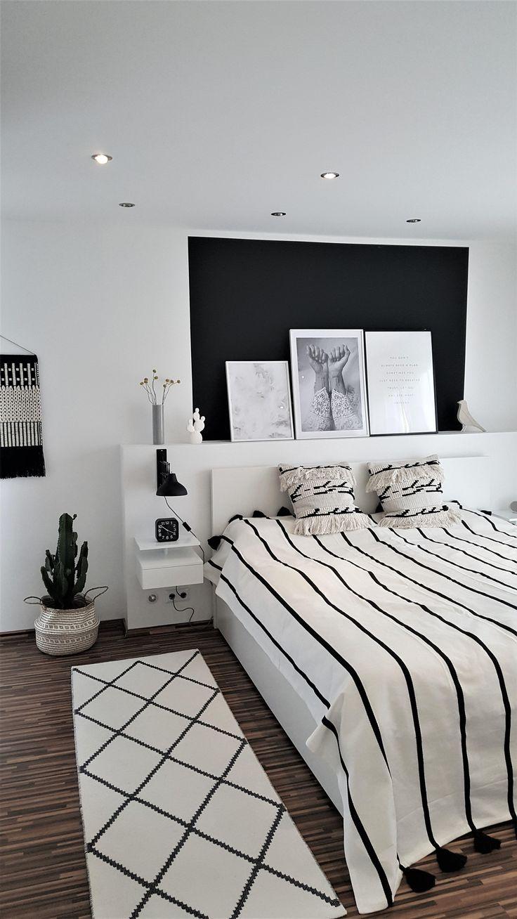 Black & White ist in Sachen Interior einfach ein Traum! Damit es in diesem Zimmer nicht zu hell wird, passt der dunkle Abschnitt an der Wand hervorrag…