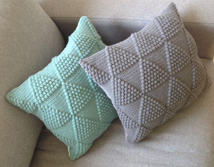 Ravelry: Bobletrekantpuder pattern by Brombaerstrik - Bettina Brandt Pedersen - pattern is in Danish - Crocheting Atlas & 242 best cojin images on Pinterest   Crochet cushions Crochet ... pillowsntoast.com
