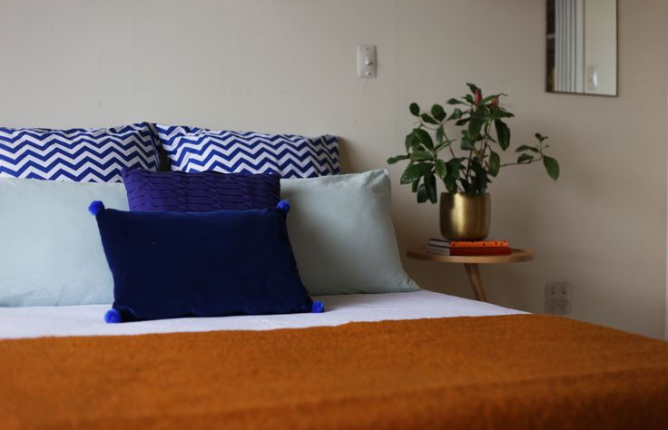 #homestaging by #placesandgraces #bedroom #styling #blue #orange #blueandorange #retro
