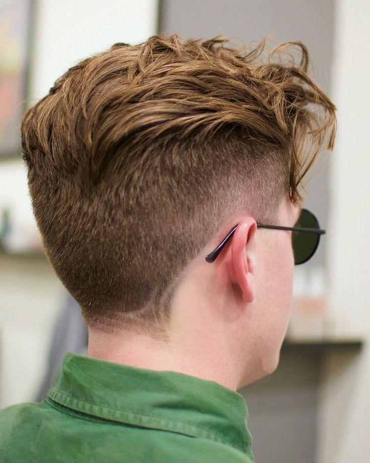 coupe de cheveux homme tendance meche décontractée côté s courts visage glabre idée coiffure adolescent #hairstyle