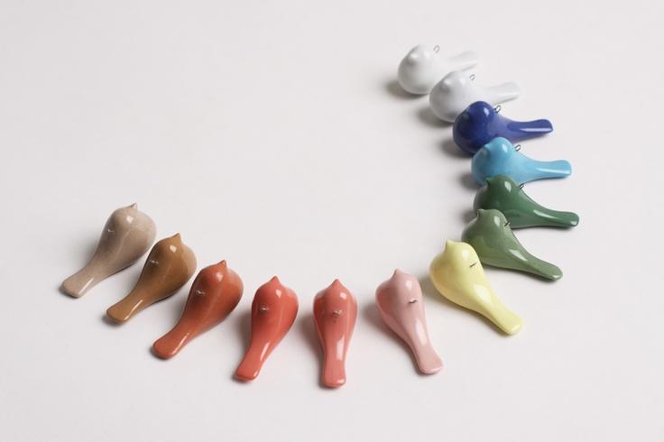 Bird pendants made of pigmented porcelain design by Tereza Severynova for najs.cz