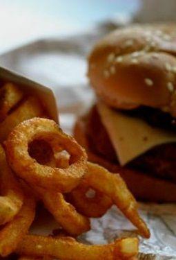 Stary olej, niezdrowe mięso. Oto, co jest w fast foodach - http://tvnmeteoactive.tvn24.pl/dieta,3016/stary-olej-niezdrowe-mieso-oto-co-jest-w-fast-foodach,171163,0.html