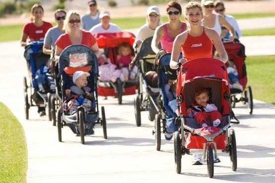 Stroller Strides è un programma di fitness ideato per le neomamme assieme ai loro pargoletti: camminata, tonificazione, canzoncine e attività con i piccoli... fare sport divertendosi!