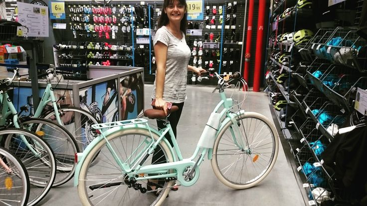 un vélo de ville ♀️♀️ Decathlon Turkey ! B-Twin Elops 520, Bicycle from France... Vintage mint bike by Ipek Erdur
