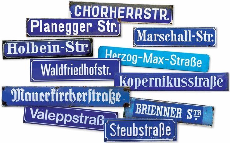 Münchner Freiheit: die Schrifttypen auf den Schildern sind ein einziges Chaos