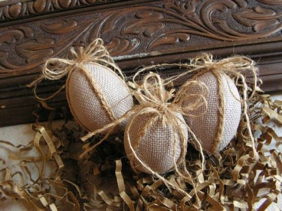 Burlap works great for every holiday! Good Ideas For You | Easter Inspiration