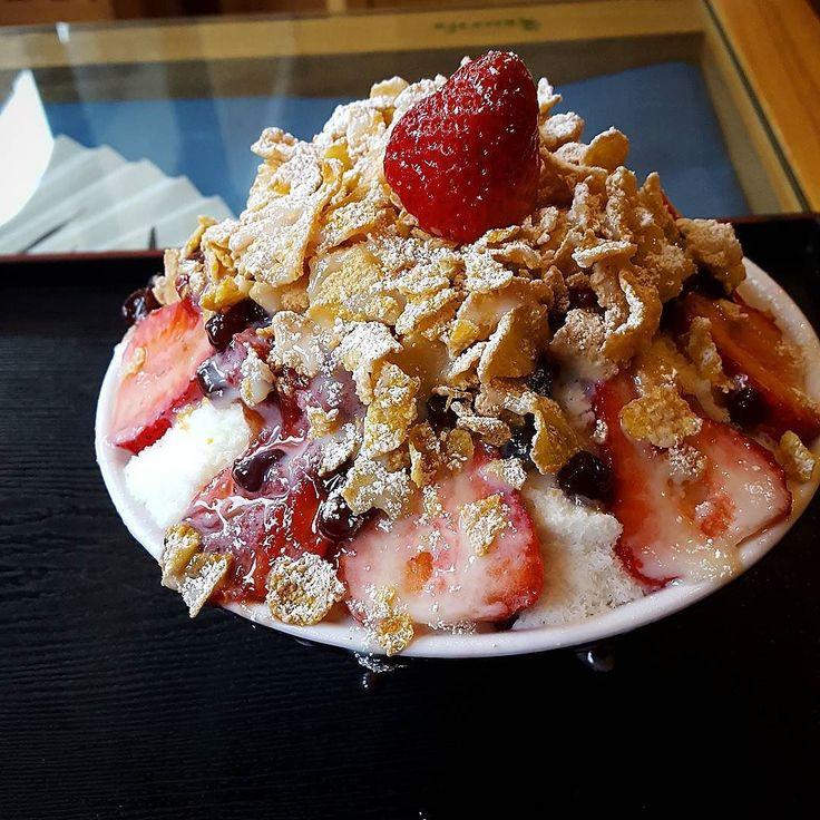 Patbingsoo with strawberries and red beans  #theartofplating #koreanfood #food #instafood #foodphotography #foodstagram #foodies #foodpics #foodspotting #instagood #patbingsu #patbingsoo #instagramers #followme #gourmet #amazing #photooftheday #bestoftheday #igdaily #lefooding #gastroart @gastroart @gastronogram @lefooding @theartofplating by cocobinga