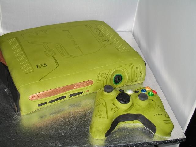 Xbox 360 Halo edition cake by Cakes by Bernard, via Flickr