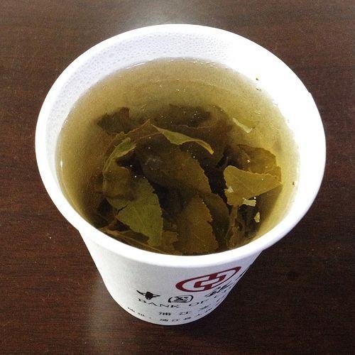 351/365.La comida de hoy, Té verde chino, no hemos tenido tiempo  para más. Esto nos sirve para purgar el estómago