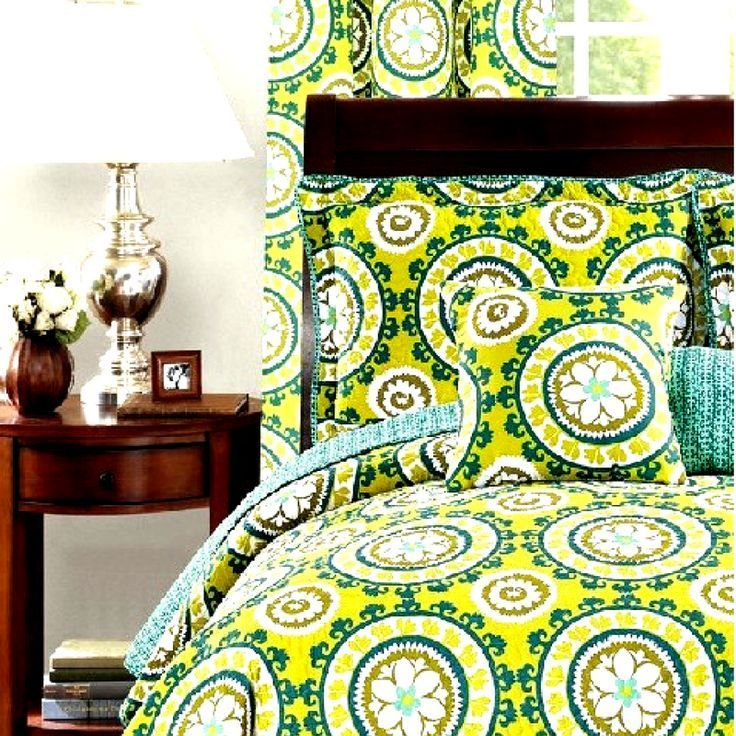 This is a nice lime green bedding idea for an adult who loves to be daringly bold.     Lime green bedspread set for your teen