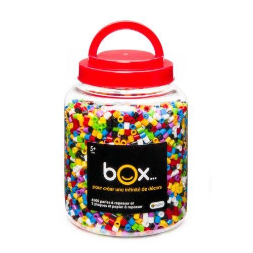 Avec ces 6500 perles à repasser multicolores, l'enfant crée des motifs, des personnages, etc. Les perles, une fois posées sur un des supports fournis, se soudent entre elles en un simple coup de fer à repasser. Le motif est prêt, et l'enfant est fier de sa création !
