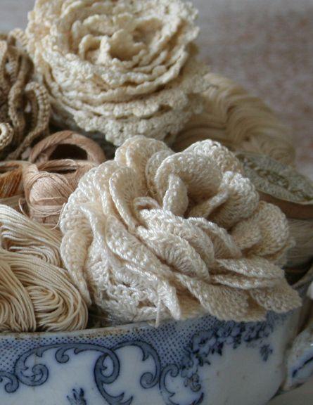 Lace & crochet roses