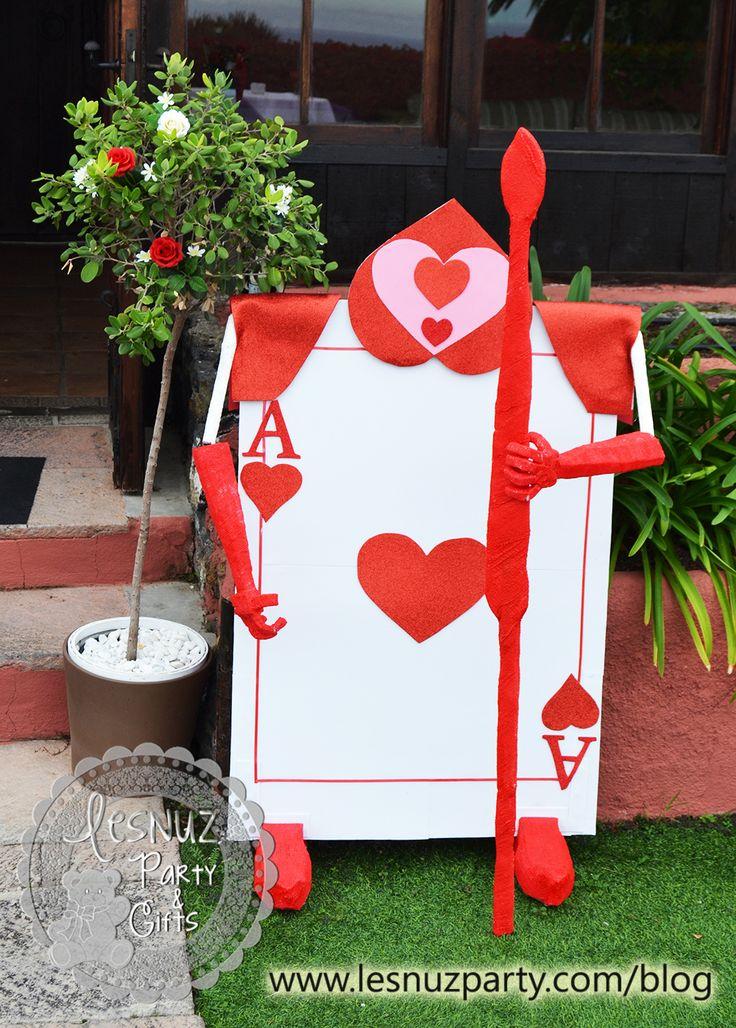 Soldado de la Reina de Corazones Alicia en el País de las Maravillas - Guard of Hearts Queen Alice in Wonderland