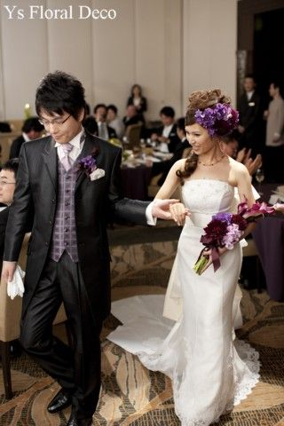 ボルドー、ダークな紫、薄ピンクのアームブーケとヘッドドレス スタイリッシュ&モダンな印象に @マンダリンオリエンタル東京 ys floral deco