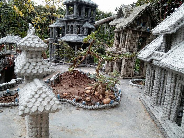 Vietnamese man forms small-sized architectural replicas from drops of wet cement