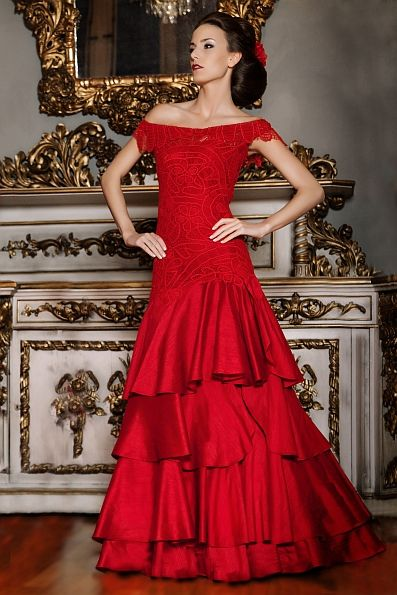 Dress Tereza  - Red handmade lace and silk wedding dress, bridal gown - Handgefertigtes rotes Brautkleid aus Seide und Spitze -  Mônica Santana Haute Couture -  Made in Germany Monica Santana